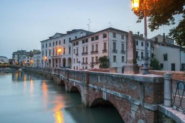 Treviso: Car rentals in 2 pickup locations