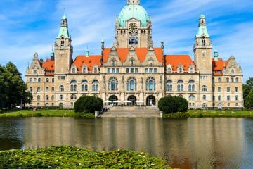 Hannover: Car rentals in 13 pickup locations