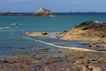 Dinard: Car rentals in 2 pickup locations