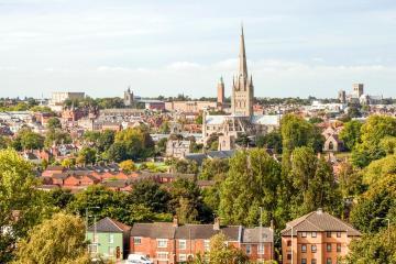 Norwich: Rental mobil di 2 titik penjemputan