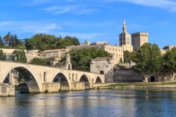 Avignon: Car hire in 9 pick-up locations