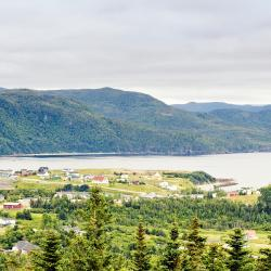 Norris Point 4 hotels