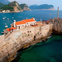 Petrovac na Moru 5 serviced apartments