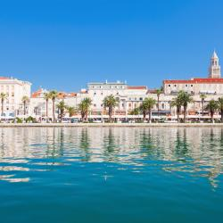 Split 867 four-star hotels