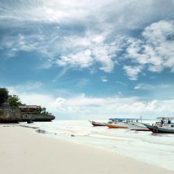 Makassar 3 hotels with a jacuzzi