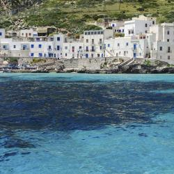 Levanzo 7 hotels