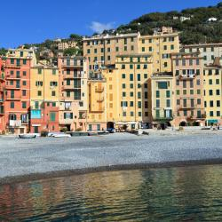 Camogli 12 hotels with pools