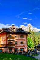 Hotel Regina Delle Dolomiti </h2 <div class=sr-card__item sr-card__item--badges <div class= sr-card__badge sr-card__badge--class u-margin:0  data-ga-track=click data-ga-category=SR Card Click data-ga-action=Hotel rating data-ga-label=book_window: 10 day(s)  <i class= bk-icon-wrapper bk-icon-stars star_track  title=3 Sterne  <svg aria-hidden=true class=bk-icon -sprite-ratings_stars_3 focusable=false height=10 width=32<use xlink:href=#icon-sprite-ratings_stars_3</use</svg                     <span class=invisible_spoken3 Sterne</span </i </div   <div class=m-badge m-badge__preferred m-badge__preferred--moved m-badge__preferred--small <svg aria-hidden=true class=bk-icon -iconset-thumbs_up_square  pp-icon-valign--inherit fill=#FEBB02 height=20 rel=300 title= Diese Unterkunft ist Teil unseres Preferred Partner Programms. Hier wird hervorragender Service sowie ein tolles Preis-Leistungs-Verhältnis geboten. Unterkünfte könnten Booking.com etwas mehr zahlen, um Teil dieses Programms zu sein.   width=20<use xlink:href=#icon-iconset-thumbs_up_square</use</svg <span class=invisible_spokenDiese Unterkunft ist Teil unseres Preferred Partner Programms. Hier wird hervorragender Service sowie ein tolles Preis-Leistungs-Verhältnis geboten. Unterkünfte könnten Booking.com etwas mehr zahlen, um Teil dieses Programms zu sein.</span </div <div style=padding: 2px 0  <div class=bui-review-score c-score bui-review-score--smaller <div class=bui-review-score__badge 8,0 </div <div class=bui-review-score__content <div class=bui-review-score__title Sehr gut </div </div </div   </div </div <div class=sr-card__item   data-ga-track=click data-ga-category=SR Card Click data-ga-action=Hotel location data-ga-label=book_window: 10 day(s)  <svg class=bk-icon -iconset-geo_pin sr_svg__card_icon height=12 width=12<use xlink:href=#icon-iconset-geo_pin</use</svg <div class= sr-card__item__content   <strong class='sr-card__item--strong'Panchià</strong &bull; Paneveggio:  <span 14 km </span </div </div </div <div class= sr-card__price sr-card__price--urgency m_sr_card__price_with_unit_name  data-et-view= BKPBOLBdJNJDKVJWcC:1  OMOQcUFDCXSWAbDZAWe:1    <div class=m_sr_card__price_unit_name m_sr_card__price_small Doppel- oder Zweibettzimmer </div <div data-et-view=OMeRQWNdbLGMGcZUYaTTDPdVO:1</div <div data-et-view=OMeRQWNdbLGMGcZUYaTTDPdVO:4</div <div data-et-view=OMeRQWNdbLGMGcZUYaTTDPdVO:6</div <div class=mpc-wrapper bui-price-display mpc-sr-default-assembly-wrapper <div class=mpc-ltr-right-align-helper <div class=bui-price-display__label mpc-inline-block-maker-helper1 Nacht, 2 Erwachsene</div </div <div class=mpc-ltr-right-align-helper <div class=bui-price-display__original mpc-inline-block-maker-helper aria-hidden=true  TL 415 </div <div class=bui-price-display__value mpc-inline-block-maker-helper TL 359 </div </div <div class=mpc-ltr-right-align-helper <div class=prd-taxes-and-fees-under-price mpc-inline-block-maker-helper blockuid- data-excl-charges-raw=29.96 data-cur-stage=2  plus TL 30 Steuern und Gebühren  </div  </div </div <p class=urgency_price   <span class=sr_simple_card_price_from sr_simple_card_price_includes--text data-ga-track=click data-ga-category=SR Card Click data-ga-action=Hotel price persuasion data-ga-label=book_window: 10 day(s) data-et-view=   <span class=u-font-weight-boldNur noch 1 auf unserer Seite</span </span </p <div class=breakfast_included--constructive u-font-weight:bold Frühstück inbegriffen </div </div </div </a </li <div data-et-view=cJaQWPWNEQEDSVWe:1</div <li id=hotel_241371 data-is-in-favourites=0 data-hotel-id='241371' class=sr-card sr-card--arrow bui-card bui-u-bleed@small js-sr-card m_sr_info_icons card-halved card-halved--active   <a href=/hotel/it/serenella.de.html?label=gen173nr-1FCAQoggJCDGNpdHlfLTEyMzkwOEgHWARo5AGIAQGYAQe4ARjIAQXYAQHoAQH4AQOIAgGoAgS4Au-JmucFwAIB&sid=3d7bd3d3892d3a5367feedfbd957d863&all_sr_blocks=24137101_94225307_0_42_0&checkin=2019-06-02&checkout=2019-06-03&dest_id=-123908&dest_type=city&fcpilot=0&hapos=20&highlighted_blocks=24137101_94225307_0_42_0&hpos=20&nflt=pri%3D&sr_order=price&srepoch=1558611183&srpvid=3d3d51370d200009&ucfs=1&matching_block_id=24137101_94225307_2_0_0&ref_is_wl=1&srhp=1 target=_blank class=sr-card__row bui-card__content data-et-view=  <div class=sr-card__image js-sr_simple_card_hotel_image has-debolded-deal js-lazy-image sr-card__image--lazy data-src=https://q-cf.bstatic.com/xdata/images/hotel/132x200/117689349.jpg?k=74b0c2d0b5771f97d3f3784ca3c34d46f5bc82e180d8a5c069b64f64cef36c80&o=&s=1,https://r-cf.bstatic.com/xdata/images/hotel/506x768/117689349.jpg?k=2cad36fa5f7d66839d83a3ccf88eb555b799faa8a3feb5b0ea7f27203597d8ce&o=&s=1  <div class=sr-card__image-inner css-loading-hidden <div  class= sr_simple_card--deal  sr_text_shadow  data-ga-track=click data-ga-category=SR Card Click data-ga-action=Bottom ribbon data-ga-label=book_window: 10 day(s)    Tolles Schnäppchen heute </div </div <noscript <div class=sr-card__image--nojs style=background-image: url('https://q-cf.bstatic.com/xdata/images/hotel/132x200/117689349.jpg?k=74b0c2d0b5771f97d3f3784ca3c34d46f5bc82e180d8a5c069b64f64cef36c80&o=&s=1')</div </noscript </div <div class=sr-card__details data-et-click=     <div class=sr-card_details__inner <h2 class=sr-card__name u-margin:0 u-padding:0 data-ga-track=click data-ga-category=SR Card Click data-ga-action=Hotel name data-ga-label=book_window: 10 day(s)  Hotel Serenella </h2 <div class=sr-card__item sr-card__item--badges <div class= sr-card__badge sr-card__badge--class u-margin:0  data-ga-track=click data-ga-category=SR Card Click data-ga-action=Hotel rating data-ga-label=book_window: 10 day(s)  <i class= bk-icon-wrapper bk-icon-stars star_track  title=2 Sterne  <svg aria-hidden=true class=bk-icon -sprite-ratings_stars_2 focusable=false height=10 width=21<use xlink:href=#icon-sprite-ratings_stars_2</use</svg                     <span class=invisible_spoken2 Sterne</span </i </div   <div style=padding: 2px 0  <div class=bui-review-score c-score bui-review-score--smaller <div class=bui-review-score__badge 8,8 </div <div class=bui-review-score__content <div class=bui-review-score__title Fabelhaft </div </div </div   </div </div <div class=sr-card__item   data-ga-track=click data-ga-category=SR Card Click data-ga-action=Hotel location data-ga-label=book_window: 10 day(s)  <svg class=bk-icon -iconset-geo_pin sr_svg__card_icon height=12 width=12<use xlink:href=#icon-iconset-geo_pin</use</svg <div class= sr-card__item__content   <strong class='sr-card__item--strong'Canal San Bovo</strong &bull; Paneveggio:  <span 15 km </span </div </div </div <div class= sr-card__price m_sr_card__price_with_unit_name  data-et-view= BKPBOLBdJNJDKVJWcC:1  OMOQcUFDCXSWAbDZAWe:1    <div class=m_sr_card__price_unit_name m_sr_card__price_small Doppel- oder Zweibettzimmer </div <div class=mpc-wrapper bui-price-display mpc-sr-default-assembly-wrapper <div class=mpc-ltr-right-align-helper <div class=bui-price-display__label mpc-inline-block-maker-helper1 Nacht, 2 Erwachsene</div </div <div class=mpc-ltr-right-align-helper <div class=bui-price-display__value mpc-inline-block-maker-helper TL 368 </div </div <div class=mpc-ltr-right-align-helper <div class=prd-taxes-and-fees-under-price mpc-inline-block-maker-helper blockuid- data-excl-charges-raw=16.34 data-cur-stage=2  plus TL 16 Steuern und Gebühren  </div  </div </div <div class=breakfast_included--constructive u-font-weight:bold </div </div </div </a </li <div data-et-view=cJaQWPWNEQEDSVWe:1</div <li id=hotel_2877551 data-is-in-favourites=0 data-hotel-id='2877551' class=sr-card sr-card--arrow bui-card bui-u-bleed@small js-sr-card m_sr_info_icons card-halved card-halved--active   <a href=/hotel/it/la-casa-di-tom.de.html?label=gen173nr-1FCAQoggJCDGNpdHlfLTEyMzkwOEgHWARo5AGIAQGYAQe4ARjIAQXYAQHoAQH4AQOIAgGoAgS4Au-JmucFwAIB&sid=3d7bd3d3892d3a5367feedfbd957d863&all_sr_blocks=287755101_114322120_2_0_0&checkin=2019-06-02&checkout=2019-06-03&dest_id=-123908&dest_type=city&fcpilot=0&hapos=21&highlighted_blocks=287755101_114322120_2_0_0&hpos=21&nflt=pri%3D&sr_order=price&srepoch=1558611183&srpvid=3d3d51370d200009&ucfs=1&bhgwe_cep=1&bhgwe_bhr=1&matching_block_id=287755101_114322120_2_0_0&srhp=1&ref_is_wl=1 target=_blank class=sr-card__row bui-card__content data-et-view=  <div class=sr-card__image js-sr_simple_card_hotel_image has-debolded-deal js-lazy-image sr-card__image--lazy data-src=https://q-cf.bstatic.com/xdata/images/hotel/132x200/120874779.jpg?k=bf3fd28bc6430054a8c6b0e5c6f9342ae95a62ef60032793561805fcfafe291d&o=&s=1,https://r-cf.bstatic.com/xdata/images/hotel/506x768/120874779.jpg?k=41f89e5ce9c18285c4f5903bbacd78f7c631d8da5efdec644c28deea334630fd&o=&s=1  <div class=sr-card__image-inner css-loading-hidden </div <noscript <div class=sr-card__image--nojs style=background-image: url('https://q-cf.bstatic.com/xdata/images/hotel/132x200/120874779.jpg?k=bf3fd28bc6430054a8c6b0e5c6f9342ae95a62ef60032793561805fcfafe291d&o=&s=1')</div </noscript </div <div class=sr-card__details data-et-click=     <div class=sr-card_details__inner <div data-et-view= NAFQICFHUeUEBETbTLeeZAAZbeEHJNAFLPGWEYZLPYO:1 NAFQICFHUeUEBETbTLeeZAAZbeEHJNAFLPGWEYZLPYO:2 </div <h2 class=sr-card__name u-margin:0 u-padding:0 data-ga-track=click data-ga-category=SR Card Click data-ga-action=Hotel name data-ga-label=book_window: 10 day(s)  La Casa di Tom </h2 <div class=sr-card__item sr-card__item--badges <div style=padding: 2px 0  <div class=bui-review-score c-score bui-review-score--smaller <div class=bui-review-score__badge 8,8 </div <div class=bui-review-score__content <div class=bui-review-score__title Fabelhaft </div </div </div   </div </div <div class=sr-card__item   data-ga-track=click data-ga-category=SR Card Click data-ga-action=Hotel location data-ga-label=book_window: 10 day(s)  <svg class=bk-icon -iconset-geo_pin sr_svg__card_icon height=12 width=12<use xlink:href=#icon-iconset-geo_pin</use</svg <div class= sr-card__item__content   <strong class='sr-card__item--strong'Prade</strong &bull; Paneveggio:  <span 15 km </span </div </div </div <div class= sr-card__price sr-card__price--urgency m_sr_card__price_with_unit_name  data-et-view= BKPBOLBdJNJDKVJWcC:1  OMOQcUFDCXSWAbDZAWe:1    <div class=m_sr_card__price_unit_name m_sr_card__price_small Apartment mit 2 Schlafzimmern </div <div data-et-view=OMeRQWNdbLGMGcZUYaTTDPdVO:6</div <div class=mpc-wrapper bui-price-display mpc-sr-default-assembly-wrapper <div class=mpc-ltr-right-align-helper <div class=bui-price-display__label mpc-inline-block-maker-helper1 Nacht, 2 Erwachsene</div </div <div class=mpc-ltr-right-align-helper <div class=bui-price-display__value mpc-inline-block-maker-helper TL 381 </div </div <div class=mpc-ltr-right-align-helper <div class=prd-taxes-and-fees-under-price mpc-inline-block-maker-helper blockuid- data-excl-charges-raw=238.96 data-cur-stage=2  plus TL 239 Steuern und Gebühren  </div  </div </div <p class=urgency_price   <span class=sr_simple_card_price_from sr_simple_card_price_includes--text data-ga-track=click data-ga-category=SR Card Click data-ga-action=Hotel price persuasion data-ga-label=book_window: 10 day(s) data-et-view=   <span class=u-font-weight-boldNur noch 1 auf unserer Seite</span </span </p <div class=breakfast_included--constructive u-font-weight:bold </div </div </div </a </li <div data-et-view=cJaQWPWNEQEDSVWe:1</div <li id=hotel_3874554 data-is-in-favourites=0 data-hotel-id='3874554' class=sr-card sr-card--arrow bui-card bui-u-bleed@small js-sr-card m_sr_info_icons card-halved card-halved--active   <a href=/hotel/it/dolomiti-appartamento.de.html?label=gen173nr-1FCAQoggJCDGNpdHlfLTEyMzkwOEgHWARo5AGIAQGYAQe4ARjIAQXYAQHoAQH4AQOIAgGoAgS4Au-JmucFwAIB&sid=3d7bd3d3892d3a5367feedfbd957d863&all_sr_blocks=387455401_147154950_2_0_0&checkin=2019-06-02&checkout=2019-06-03&dest_id=-123908&dest_type=city&fcpilot=0&hapos=22&highlighted_blocks=387455401_147154950_2_0_0&hpos=22&nflt=pri%3D&sr_order=price&srepoch=1558611183&srpvid=3d3d51370d200009&ucfs=1&bhgwe_cep=1&bhgwe_bhr=1&matching_block_id=387455401_147154950_2_0_0&srhp=1&ref_is_wl=1 target=_blank class=sr-card__row bui-card__content data-et-view= data-et-click=customGoal:NAREFcMEbFeceMaNCTYAKe:4  <div class=sr-card__image js-sr_simple_card_hotel_image has-debolded-deal js-lazy-image sr-card__image--lazy data-src=https://q-cf.bstatic.com/xdata/images/hotel/132x200/155508360.jpg?k=d0a69d9d8d545e2867ebc66120c03569c341eaf2c83bfe523bd1f21dc8a42e18&o=&s=1,https://q-cf.bstatic.com/xdata/images/hotel/506x768/155508360.jpg?k=d7473dd73c3ba6534201fafc6466e5a5819edef5997f6f22fc3ae392a80b5f63&o=&s=1  <div class=sr-card__image-inner css-loading-hidden </div <noscript <div class=sr-card__image--nojs style=background-image: url('https://q-cf.bstatic.com/xdata/images/hotel/132x200/155508360.jpg?k=d0a69d9d8d545e2867ebc66120c03569c341eaf2c83bfe523bd1f21dc8a42e18&o=&s=1')</div </noscript </div <div class=sr-card__details data-et-click=     <div class=sr-card_details__inner <div data-et-view= NAFQICFHUeUEBETbTLeeZAAZbeEHJNAFLPGWEYZLPYO:1 NAFQICFHUeUEBETbTLeeZAAZbeEHJNAFLPGWEYZLPYO:2 </div <h2 class=sr-card__name u-margin:0 u-padding:0 data-ga-track=click data-ga-category=SR Card Click data-ga-action=Hotel name data-ga-label=book_window: 10 day(s)  dolomiti appartamento </h2 <div class=sr-card__item sr-card__item--badges <div style=padding: 2px 0    </div </div <div class=sr-card__item   data-ga-track=click data-ga-category=SR Card Click data-ga-action=Hotel location data-ga-label=book_window: 10 day(s)  <svg class=bk-icon -iconset-geo_pin sr_svg__card_icon height=12 width=12<use xlink:href=#icon-iconset-geo_pin</use</svg <div class= sr-card__item__content   <strong class='sr-card__item--strong'Cencenighe Agordino</strong &bull; Paneveggio:  <span 19 km </span </div </div </div <div class= sr-card__price m_sr_card__price_with_unit_name  data-et-view= BKPBOLBdJNJDKVJWcC:1  OMOQcUFDCXSWAbDZAWe:1    <div class=m_sr_card__price_unit_name m_sr_card__price_small Apartment </div <div data-et-view=OMeRQWNdbLGMGcZUYaTTDPdVO:6</div <div class=mpc-wrapper bui-price-display mpc-sr-default-assembly-wrapper <div class=mpc-ltr-right-align-helper <div class=bui-price-display__label mpc-inline-block-maker-helper1 Nacht, 2 Erwachsene</div </div <div class=mpc-ltr-right-align-helper <div class=bui-price-display__value mpc-inline-block-maker-helper TL 381 </div </div <div class=mpc-ltr-right-align-helper <div class=prd-taxes-and-fees-under-price mpc-inline-block-maker-helper blockuid- data-excl-charges-raw= data-cur-stage=1  einschließlich Steuern und Gebühren </div  </div </div <p class=urgency_price   <span class=sr_simple_card_price_from sr_simple_card_price_includes--text data-ga-track=click data-ga-category=SR Card Click data-ga-action=Hotel price persuasion data-ga-label=book_window: 10 day(s) data-et-view=   <span class=u-font-weight-boldNur noch 1 auf unserer Seite</span </span </p <div class=breakfast_included--constructive u-font-weight:bold </div <p class=sr_simple_card_price_includes css-loading-hidden <span <span class=sr-card__item--strongStornierung KOSTENLOS</span </span </p </div </div </a </li </ol </div <div data-block=pagination <div id=sr_pagination class=sr-pager  sr-pager--end   <span class=sr-pager__label 1 von 13 </span <a class=sr-pager__link js-pagination-next-link href=/searchresults.de.html?label=gen173nr-1FCAQoggJCDGNpdHlfLTEyMzkwOEgHWARo5AGIAQGYAQe4ARjIAQXYAQHoAQH4AQOIAgGoAgS4Au-JmucFwAIB&sid=3d7bd3d3892d3a5367feedfbd957d863&tmpl=searchresults&age=0&checkin_year_month_monthday=2019-06-02&checkout_year_month_monthday=2019-06-03&city=-123908&class_interval=1&dest_id=-123908&dest_type=city&dtdisc=0&inac=0&index_postcard=0&label_click=undef&nflt=pri%3D&order=price_for_two&postcard=0&room1=A%2CA&sb_price_type=total&shw_aparth=1&slp_r_match=0&srpvid=3d3d51370d200009&ss_all=0&ssb=empty&sshis=0&rows=20&offset=20 Nächstes <svg class=bk-icon -iconset-navarrow_right sr-pager__icon height=128 width=128<use xlink:href=#icon-iconset-navarrow_right</use</svg </a </div </div <script if( window.performance && performance.measure && 'b-fold') { performance.measure('b-fold'); } </script  <script (function () { if (typeof EventTarget !== 'undefined') { if (typeof EventTarget.prototype.dispatchEvent === 'undefined' && typeof EventTarget.prototype.fireEvent === 'function') { EventTarget.prototype.dispatchEvent = EventTarget.prototype.fireEvent; } } if (typeof window.CustomEvent !== 'function') { // Mobile IE has CustomEvent implemented as Object, this fixes it. var CustomEvent = function(event, params) { // don't delete var evt; params = params || {bubbles: false, cancelable: false, detail: undefined}; try { evt = document.createEvent('CustomEvent'); evt.initCustomEvent(event, params.bubbles, params.cancelable, params.detail); } catch (error) { // fallback for browsers that don't support createEvent('CustomEvent') evt = document.createEvent(Event); for (var param in params) { evt[param] = params[param]; } evt.initEvent(event, params.bubbles, params.cancelable); } return evt; }; CustomEvent.prototype = window.Event.prototype; window.CustomEvent = CustomEvent; } if (!Element.prototype.matches) { Element.prototype.matches = Element.prototype.matchesSelector || Element.prototype.msMatchesSelector || Element.prototype.oMatchesSelector || Element.prototype.webkitMatchesSelector; } if (!Element.prototype.closest) { Element.prototype.closest = function(s) { var el = this; if (!document.documentElement.contains(el)) return null; do { if (el.matches(s)) return el; el = el.parentElement || el.parentNode; } while (el !== null && el.nodeType === 1); return null; }; } }()); (function(){ var searchboxEl = document.querySelector('.js-searchbox_redesign'); if (!searchboxEl) return; var groupChildren = searchboxEl.querySelector('[name=group_children]'); var childAgesEl = searchboxEl.querySelector('.js-child-ages'); var childAgesLabelEl = searchboxEl.querySelector('.js-child-ages-label'); var ageOptionHTML; var childrenNo; function showChildrenAges() { childAgesEl.style.display = 'block'; childAgesLabelEl.style.display = 'block'; } function hideChildrenAges() { childAgesEl.style.display = 'none'; childAgesLabelEl.style.display = 'none'; } function onGroupChildenChange(e) { var newValue = parseInt(e.target.value); if (newValue  childrenNo) { for (var i = newValue; i  childrenNo; i--) { childAgesEl.insertAdjacentHTML('beforeend', ageOptionHTML); } } else { var els = childAgesEl.querySelectorAll('.js-age-option-container'); for (var i = els.length - 1; i = 0; i--) { if (i = newValue) { var el = els[i]; if (el.parentNode !== null) { el.parentNode.removeChild(el); } } } } if (newValue == 0 && childrenNo  0) { hideChildrenAges(); } if (newValue  0 && childrenNo == 0) { showChildrenAges(); } childrenNo = newValue; } if (groupChildren) { groupChildren.disabled = false; childrenNo = parseInt(groupChildren.value); if (childrenNo  0) { showChildrenAges(); } ageOptionHTML = document.querySelector('#sb-age-option-container').innerHTML; groupChildren.addEventListener('change', onGroupChildenChange); document.addEventListener('cp:sb-group-children-ready', function() { groupChildren.removeEventListener('change', onGroupChildenChange); }); } }()); </script <div class=css-loading-hidden m_lp_below_fold_container <div data-et-view=HCZVfDaNPQDVCDdHFBddQFfdXUJKDKaT:2</div <div class=bui-container style=padding-top: 0; <div data-component=fragment data-fragment-event=view .m_lp_below_fold_container data-fragment-name=joinapp.search_result_dynamic_entrypoint data-fragment-tmpl=fragment/joinapp_search_result_banner  </div </div <div id=sr_nearby_destinations data-component=sr_lazy_load_nearby_destinations </div </div </div </div <div class= tabbed-nav--content tabbed-nav--content__search tabbed-nav--content__search-with-tabs  data-tab-id=search id=tabbed_search  <div class= sb__tabs js-sb__tabs <div class= sb__tabs__item js-sb__tabs__item active data-id=sb_hotels  <form id=form_search_location class=js-searchbox_redesign searchbox_redesign searchForm searchbox_fullwidth placeholder_clear b-no-tap-highlight name=frm action=/searchresults.de.html?label=gen173nr-1FCAQoggJCDGNpdHlfLTEyMzkwOEgHWARo5AGIAQGYAQe4ARjIAQXYAQHoAQH4AQOIAgGoAgS4Au-JmucFwAIB;sid=3d7bd3d3892d3a5367feedfbd957d863;srpvid=3d3d51370d200009& method=get data-component=searchbox/destination/near-me  <input type=hidden value=searchresults name=src <input type=hidden name=rows value=20 / <input type=hidden name=error_url value=https://m.booking.com/index.de.html?label=gen173nr-1FCAQoggJCDGNpdHlfLTEyMzkwOEgHWARo5AGIAQGYAQe4ARjIAQXYAQHoAQH4AQOIAgGoAgS4Au-JmucFwAIB;sid=3d7bd3d3892d3a5367feedfbd957d863;srpvid=3d3d51370d200009&; / <input type=hidden name=label value=gen173nr-1FCAQoggJCDGNpdHlfLTEyMzkwOEgHWARo5AGIAQGYAQe4ARjIAQXYAQHoAQH4AQOIAgGoAgS4Au-JmucFwAIB / <input type=hidden name=lang value=de / <input type=hidden name=sid value=3d7bd3d3892d3a5367feedfbd957d863 / <input type=hidden name=sb value=1 <div class=destination-bar <div id=searchbox_tab <div id=input_destination_wrap <input type=hidden name=city value=-123908 / <input type=hidden name=ssne value=San Martino di Castrozza / <input type=hidden name=ssne_untouched value=San Martino di Castrozza / <div class=searchbox_input_with_suggestion ui-autocomplete-root <div class=dest-input--with-icons <svg class=bk-icon -fonticon-search bk-icon--search sr-svg--header_icon_search height=14 width=15<use xlink:href=#icon-fonticon-search</use</svg <input type=search id=input_destination name=ss spellcheck=false autocapitalize=off autocorrect=off autocomplete=off class= input_destination js-input_dest has_placeholder input_clear_button_input aria-label=Geben Sie hier Ihr Reiseziel ein value=San Martino di Castrozza  <button class=input_clear_button type=button  <svg class=bk-icon -fonticon-aclose bk-icon--aclose sr-svg--header_icon_aclose height=12 width=14<use xlink:href=#icon-fonticon-aclose</use</svg </button </div </div </div <div id=location_loading style=display: none  class= <img id=loading_icon src=https://r-cf.bstatic.com/mobile/images/hotelMarkerImgLoader/211f81a092a43bf96fc2a7b1dff37e5bc08fbbbf.gif alt=Loading your location / Aktuellen Standort laden </div <div id=location_found style=display: none  <div id=location_found_text Um den aktuellen Standort </div </div </div </div <fieldset class= searchbox_cals dualcal searchbox_cals_nojs  data-checkin=2019-06-02 data-checkout=2019-06-03  <script type=text/html class=js-cal-inputs <input type=hidden name=checkin_monthday value=23 / <input type=hidden name=checkin_year_month value=2019-5 / <input type=hidden name=checkout_monthday value=24 / <input type=hidden name=checkout_year_month value=2019-5 / </script <div class=searchbox_cals_container <div id=ci_date class= bar b-no-tap-highlight js-searchbox__input dualcal__checkin  data-action=toggle data-clicked-before-ready=0 data-cal=checkin  <div class=bar--container <label class=dual_cal_label Check-in-Datum </label <div id=ci_date_field <span id=ci_date_text class=m_cal_date_string js-loading-invisible data-checkin-text So., 2. Jun. 2019 </span </div <svg class=bk-icon -fonticon-checkin searchbox-icon fill=currentColor height=24 width=24<use xlink:href=#icon-fonticon-checkin</use</svg </div <div id=searchBoxLoaderDateCheckIn class=searchbox-before-ready-loading <div class=pure-css-spinner</div </div <select name=checkin_monthday class=js-cal-nojs-input  <option value=Tag</option <option value=1 1</option <option value=2 selected=selected 2</option <option value=3 3</option <option value=4 4</option <option value=5 5</option <option value=6 6</option <option value=7 7</option <option value=8 8</option <option value=9 9</option <option value=10 10</option <option value=11 11</option <option value=12 12</option <option value=13 13</option <option value=14 14</option <option value=15 15</option <option value=16 16</option <option value=17 17</option <option value=18 18</option <option value=19 19</option <option value=20 20</option <option value=21 21</option <option value=22 22</option <option value=23 23</option <option value=24 24</option <option value=25 25</option <option value=26 26</option <option value=27 27</option <option value=28 28</option <option value=29 29</option <option value=30 30</option <option value=31 31</option </select <select name=checkin_year_month class=js-cal-nojs-input  <option value=Monat</option <option value=2019-5  Mai 2019 </option <option value=2019-6 selected=selected  Juni 2019 </option <option value=2019-7  Juli 2019 </option <option value=2019-8  August 2019 </option <option value=2019-9  September 2019 </option <option value=2019-10  Oktober 2019 </option <option value=2019-11  November 2019 </option <option value=2019-12  Dezember 2019 </option <option value=2020-1  Januar 2020 </option <option value=2020-2  Februar 2020 </option <option value=2020-3  März 2020 </option <option value=2020-4  April 2020 </option <option value=2020-5  Mai 2020 </option </select <input type=hidden disabled id=ci_date_input name=checkin value=2019-06-02 / </div <div id=co_date class= bar b-no-tap-highlight js-searchbox__input dualcal__checkout  data-action=toggle data-clicked-before-ready=0 data-cal=checkout  <div class=bar--container <label class=dual_cal_label Check-out-Datum </label <div id=co_date_field <span id=co_date_text class=m_cal_date_string js-loading-invisible data-checkout-text Mo., 3. Jun. 2019 </span </div <svg class=bk-icon -fonticon-checkin searchbox-icon fill=currentColor height=24 width=24<use xlink:href=#icon-fonticon-checkin</use</svg <div id=searchBoxLoaderDateCheckOut class=searchbox-before-ready-loading <div class=pure-css-spinner</div </div </div <select name=checkout_monthday class=js-cal-nojs-input  <option value=Tag</option <option value=1 1</option <option value=2 2</option <option value=3 selected=selected 3</option <option value=4 4</option <option value=5 5</option <option value=6 6</option <option value=7 7</option <option value=8 8</option <option value=9 9</option <option value=10 10</option <option value=11 11</option <option value=12 12</option <option value=13 13</option <option value=14 14</option <option value=15 15</option <option value=16 16</option <option value=17 17</option <option value=18 18</option <option value=19 19</option <option value=20 20</option <option value=21 21</option <option value=22 22</option <option value=23 23</option <option value=24 24</option <option value=25 25</option <option value=26 26</option <option value=27 27</option <option value=28 28</option <option value=29 29</option <option value=30 30</option <option value=31 31</option </select <select name=checkout_year_month class=js-cal-nojs-input  <option value=Monat</option <option value=2019-5  Mai 2019 </option <option value=2019-6 selected=selected  Juni 2019 </option <option value=2019-7  Juli 2019 </option <option value=2019-8  August 2019 </option <option value=2019-9  September 2019 </option <option value=2019-10  Oktober 2019 </option <option value=2019-11  November 2019 </option <option value=2019-12  Dezember 2019 </option <option value=2020-1  Januar 2020 </option <option value=2020-2  Februar 2020 </option <option value=2020-3  März 2020 </option <option value=2020-4  April 2020 </option <option value=2020-5  Mai 2020 </option </select <input type=hidden id=co_date_input disabled name=checkout value=2019-06-03 / </div </div <div class=dualcal-pikaday pikaday-checkin checkInCal css-loading-hidden pikaday-highlighted-weekends  </div <div class=dualcal-pikaday pikaday-checkout checkOutCal css-loading-hidden pikaday-highlighted-weekends  </div </fieldset <input class=js-first-room-param-setup type=hidden name=room1 value=A,A disabled / <input class=pageshow-anchor type=hidden autocomplete=on value= <fieldset class=group_search group_options js-searchbox__input b-no-tap-highlight  <label class=group_options_label <span class=group_options_label--textErwachsene</span <select class=group_adults name=group_adults  <optgroup <option value=11</option <option value=2 selected=selected2</option <option value=33</option <option value=44</option <option value=55</option <option value=66</option <option value=77</option <option value=88</option <option value=99</option <option value=1010</option <option value=1111</option <option value=1212</option <option value=1313</option <option value=1414</option <option value=1515</option <option value=1616</option <option value=1717</option <option value=1818</option <option value=1919</option <option value=2020</option <option value=2121</option <option value=2222</option <option value=2323</option <option value=2424</option <option value=2525</option <option value=2626</option <option value=2727</option <option value=2828</option <option value=2929</option <option value=3030</option </optgroup </select </label<label class=group_options_label <span class=group_options_label--text Kinder </span <select name=group_children class=group_children  <optgroup <option value=0 selected=selected0</option <option value=11</option <option value=22</option <option value=33</option <option value=44</option <option value=55</option <option value=66</option <option value=77</option <option value=88</option <option value=99</option <option value=1010</option </optgroup </select </label <label class=group_options_label js-sr-rooms-selector group_options_label_last<span class=group_options_label--textZimmer</span<select class=group_rooms name=no_rooms<optgroup<option  value=11</option<option  value=22</option<option  value=33</option<option  value=44</option<option  value=55</option<option  value=66</option<option  value=77</option<option  value=88</option<option  value=99</option<option  value=1010</option<option  value=1111</option<option  value=1212</option<option  value=1313</option<option  value=1414</option<option  value=1515</option<option  value=1616</option<option  value=1717</option<option  value=1818</option<option  value=1919</option<option  value=2020</option<option  value=2121</option<option  value=2222</option<option  value=2323</option<option  value=2424</option<option  value=2525</option<option  value=2626</option<option  value=2727</option<option  value=2828</option<option  value=2929</option<option  value=3030</option</optgroup</select</label <label class=child_ages_label js-child-ages-label Alter der Kinder beim Check-out </label <div class=clx child_ages js-child-ages </div </fieldset <input type=hidden name=search_form_id value=3d3d51370d200009 <fieldset class=searchbox_purpose searchbox_purpose__radios data-component=searchbox/travel-purpose/hint <div class=searchbox--radio-group <div class=searchbox--radio-group--label js-travel-purpose-label <span class=searchbox--radio-group--text Reisen Sie geschäftlich? </span <svg class=bk-icon -fonticon-questionmarkcircle searchbox--radio-group--hintmark css-loading-hidden height=16 width=16<use xlink:href=#icon-fonticon-questionmarkcircle</use</svg </div <div class=searchbox--radio-group--hintbox css-loading-hidden <span class=searchbox--radio-group--hintbox-text Wenn Sie geschäftlich reisen, zeigen wir Ihnen Ausstattungsmerkmale, die bei Geschäftsreisenden besonders beliebt sind, ganz oben in den Filtern an, damit Sie schneller finden wonach Sie suchen. </span </div <label class=searchbox--radio-group--item searchbox--radio-group--item__business <input name=sb_travel_purpose type=radio class=searchbox--radio-group--input value=business  <span class=searchbox--radio-group--text Ja </span </label <label class=searchbox--radio-group--item searchbox--radio-group--item__leisure <input name=sb_travel_purpose type=radio class=searchbox--radio-group--input value=leisure  <span class=searchbox--radio-group--text Nein </span </label </div </fieldset <button id=submit_search class=primary_cta js_submit_search js-searchbox__input b-no-tap-highlight m_bigger_search_button type=submit title=Hotels suchen Suche </button </form <template id=sb-age-option-container <div class=age_option-container  js-age-option-container <select name=age class=age <optgroup <option value=0 selected  0 </option <option value=1  1 </option <option value=2  2 </option <option value=3  3 </option <option value=4  4 </option <option value=5  5 </option <option value=6  6 </option <option value=7  7 </option <option value=8  8 </option <option value=9  9 </option <option value=10  10 </option <option value=11  11 </option <option value=12  12 </option <option value=13  13 </option <option value=14  14 </option <option value=15  15 </option <option value=16  16 </option <option value=17  17 </option </optgroup </select </div </template </div </div <a class=iam-banner-link href=https:&#47;&#47;account.booking.com&#47;auth&#47;oauth2?state=Up8Dk4H3QReR3uMBAOCy4AH7mRpTrn1YQEZxO_G0cZjWPn-dL0ADh1tmtfXIxbRiPMSZAqVkhBrULG3vWe9n9wAJEvThqFr4uEb7SC-oD2RQoDwZf4KPjJbT5882FJamUVd9Z37S6fmb0Ho7V3TwVgTMTuY49DdNhfVhPXrbTZQBVooreaHtRm5b0BCr_9fKzGTpbXYiCqWkW3OsM6RvxvwOcWnb35FpMKThKFDSohFbtg_U27rGA2eSvI9brMDc4QIXN18kD2ULuEWaOMrk7dOgex8RePTP0qTyfqUJLhYa-ld2TBVe0uwzK-mjnEn1TS9BuJwD2Habgm1QqopZRWp6VEE80lepjNPBpimyKczNzQgvJNlrHSxMP6tFPp-vBadf0B58lEVforaUhIi9dWDmN1MMi7j90Vys7s6rKDJB2h9djkcYDxazFc0-I8J0m_W-kPNLz9WTXIK-qhBUZBU_AwMU2H-KeAWba6TNGOUtCGVW0I6Fd-xD-vK8ex6WfZhCDZGHU6v8uH6pe9x-uBWONc0nXNDulFPuavR6odPSSA&amp;aid=304142&amp;response_type=code&amp;client_id=vO1Kblk7xX9tUn2cpZLS&amp;lang=de&amp;dt=1558611183&amp;redirect_uri=https%3A%2F%2Fsecure.booking.com%2Flogin.html%3Fop%3Doauth_return <div class=bui-container <div class=bui-card bui-banner bui-u-bleed@small <svg class=bk-icon -iconset-user_account_outline bui-banner__icon height=24 role=presentation width=24<use xlink:href=#icon-iconset-user_account_outline</use</svg <div class=bui-banner__content <header class=bui-card__header <h1 class=bui-card__titleMelden Sie sich an, um mehr zu sparen!</h1 <h2 class=bui-card__subtitleAnmelden für unsere besten Preise</h2 </header </div </div </div </a <div class=tabbed-nav--content__search--history <p class=db-section--title Ihre letzten Suchanfragen </p <article class=db-card js-tabbed-nav--search-history-container data-url=/userhistory.de.html?label=gen173nr-1FCAQoggJCDGNpdHlfLTEyMzkwOEgHWARo5AGIAQGYAQe4ARjIAQXYAQHoAQH4AQOIAgGoAgS4Au-JmucFwAIB;sid=3d7bd3d3892d3a5367feedfbd957d863;srpvid=3d3d51370d200009&;tmpl=profile/user_searches;view_type=side_menu_searches; <div class=db-card--content <div class=db-card--content--group tabbed-nav--content--loader js-tabbed-nav--content--loader <div class=db-card--content--item db-card--content--item__icon active  <div class=spinner spinner__css <div class=spinner--bg spinner--bg__1 <div class=spinner--bar</div </div <div class=spinner--bg spinner--bg__2 <div class=spinner--bar</div </div <div class=spinner--bg spinner--bg__3 <div class=spinner--bar</div </div <div class=spinner--bg spinner--bg__4 <div class=spinner--bar</div </div <div class=spinner--bg spinner--bg__5 <div class=spinner--bar</div </div <div class=spinner--bg spinner--bg__6 <div class=spinner--bar</div </div <div class=spinner--bg spinner--bg__7 <div class=spinner--bar</div </div <div class=spinner--bg spinner--bg__8 <div class=spinner--bar</div </div <div class=spinner--bg spinner--bg__9 <div class=spinner--bar</div </div <div class=spinner--bg spinner--bg__10 <div class=spinner--bar</div </div <div class=spinner--bg spinner--bg__11 <div class=spinner--bar</div </div </div Ihre letzten Suchergebnisse werden geladen </div </div </div </article </div <div class=tabbed-nav--content__search--usps </div </div <div class=tabbed-nav--content tabbed-nav--content__signin data-tab-id=signin data-async-content id=tabbed_signin <div class=tabbed-nav--loader</div <div class=async-signin-retry async-signin-retry__hidden <h3 class=async-signin-retry__headingEs ist ein Fehler aufgetreten. <brBitte versuchen Sie es erneut.