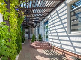 Abrikos Plus Guesthouse