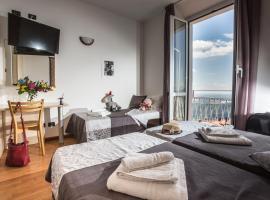 Hotel Vista Lago, hotel near Como Funicular, Brunate