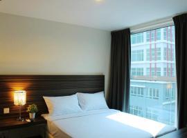 M Avenue Hotel