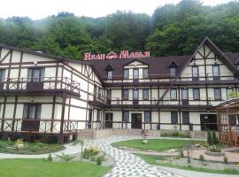Inn Ivan Da Marya, hotel with pools in Dakhovskaya