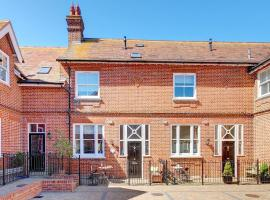 Delightful holiday home in Southwold with Garden, hotel in Southwold