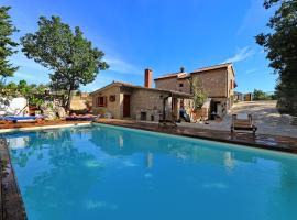 Stone house M&A with pool, apartment in Seline