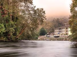 Best Western Plus River Escape Sylva / Dillsboro