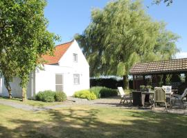 Neat Holiday Home with Fireplace in Groede Netherlands, hotel in Groede