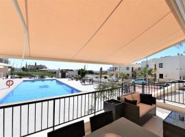Luxury one bedroom apartment, hotel in Oroklini