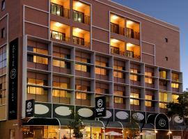 Adelaide Riviera Hotel, hotel in Adelaide