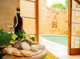 Ir-Razzett ta' Frenc, hotel in Għarb