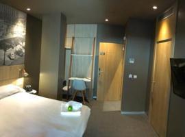 Hotel Landaben, hotel near Yamaguchi Park, Pamplona