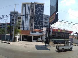 Front One Inn Semarang, hotel near Ereveld Kalibanteng, Semarang