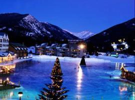 Lakeside, Ski Condo with Hot Tub and Pool