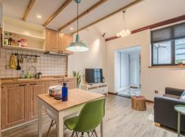 Living In Local Apartment Best Location-1262