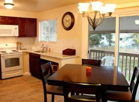 Brighton Guesthouse (Walk to Metro), vacation rental in Seattle