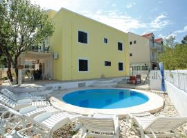 Dragan's Den Hostel, budget hotel in Korčula