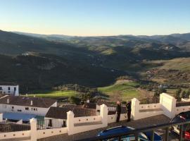 Villa Marisa, hotel en Zahara de la Sierra