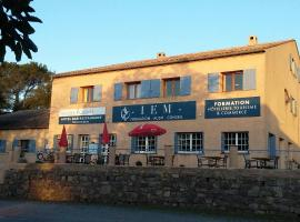 Hotel Restaurant Les 3 Chênes, hotel in Fréjus