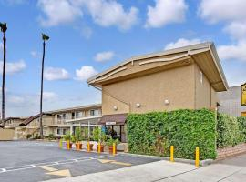 Super 8 by Wyndham Los Angeles-Culver City Area, hotel near Venice Beach Boardwalk, Los Angeles