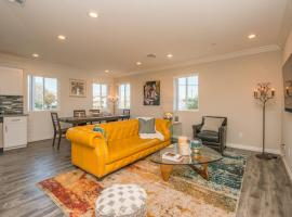 Glamorously furnished Hollywood home - central