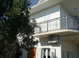 Holiday Home Mia, room in Podgora