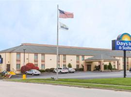 Days Inn & Suites by Wyndham Bloomington/Normal IL, hotel near Central Illinois Regional Airport - BMI, Bloomington