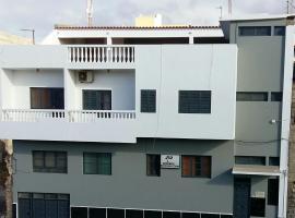 Mix 2, hostel in Mindelo