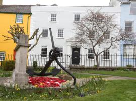 Monmouth House Apartments, hotel in Lyme Regis