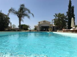 Villa Vravrona Tower & Suites, glamping site in Markopoulo