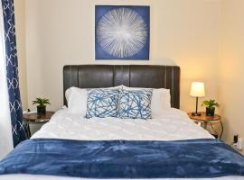 Close to Downtown and Beach - King Bed - Fast WiFi - Free Parking