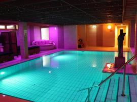 Wellness Suites Dellewal, hotel with pools in West-Terschelling