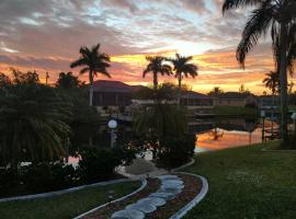 Waterfront Pool Home, feriebolig i Cape Coral