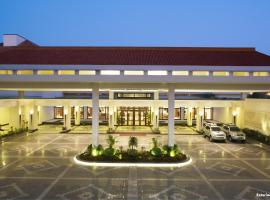 Jaypee Greens Golf and Spa Resort, hotel with pools in Greater Noida