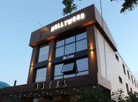 Hollywood De Luxe
