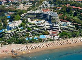 Crystal Sunrise Queen Luxury Resort & Spa, hotel with jacuzzis in Side