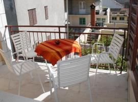 Apartments by the sea Vela Luka, Korcula - 4449, budget hotel in Vela Luka