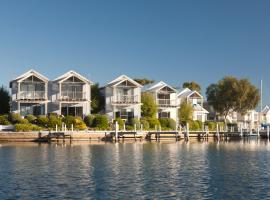 Captains Cove Resort, apartment in Paynesville