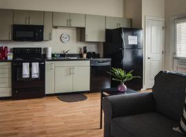 NODA 1BR APT - STEPS TO DINING & ENTERTAINMENT