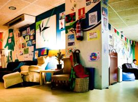 Be Dream Hostel, hôtel à Badalona