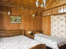 Houseboast with all meals in Srinagar, by GuestHouser 32604