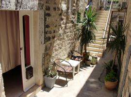 Street garden apartment